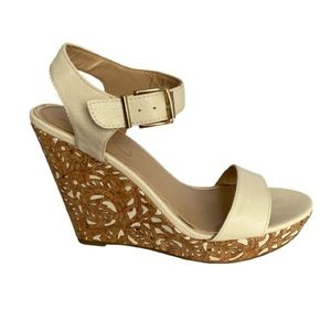 👗Jessica Simpson Cut-Out Wedge Sandal   7.5